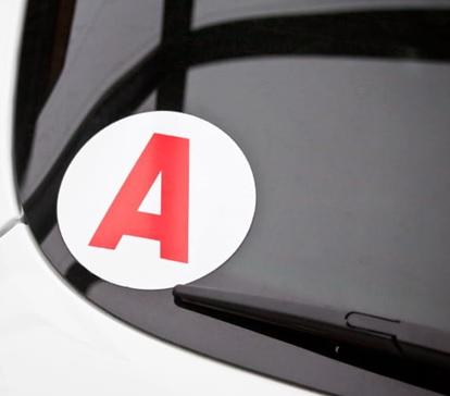disque A sur une vitre arrière